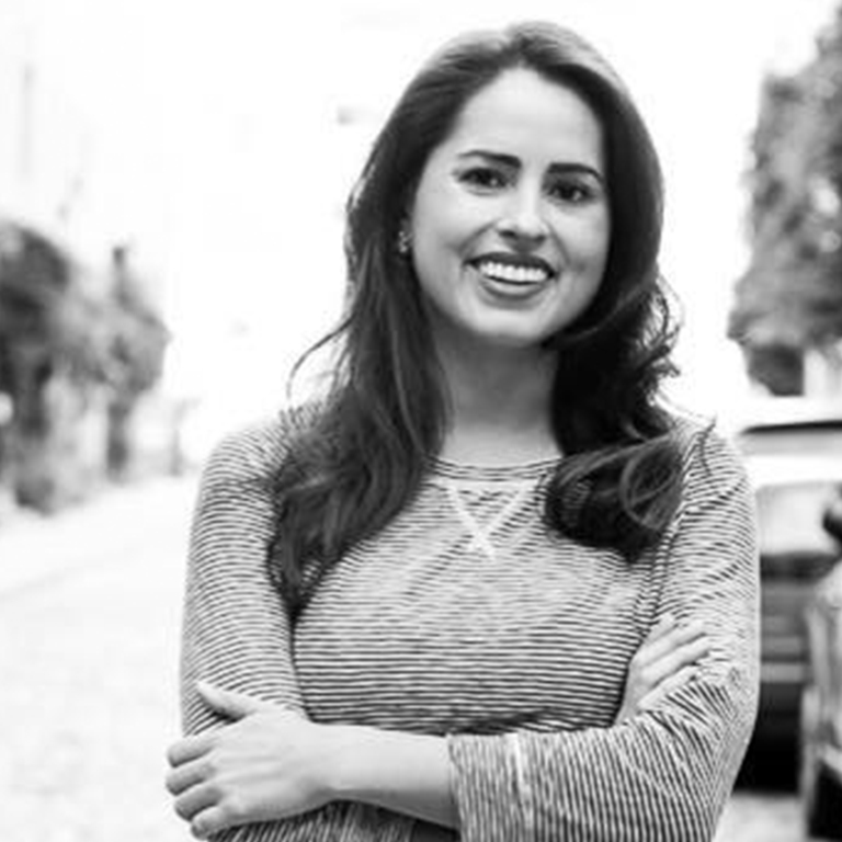 Emily  Merrell, Founder and Business Coach at Six Degrees Society ; Co-Founder of Ready Set Coach Program ; Podcast host of The Sixth Degree Podcast